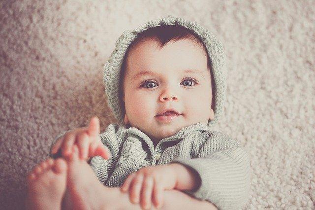 Eerste hapjes baby vier maanden